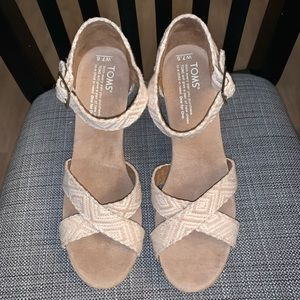 NWOT Toms Sierra Strappy Wedge - Size 7.5